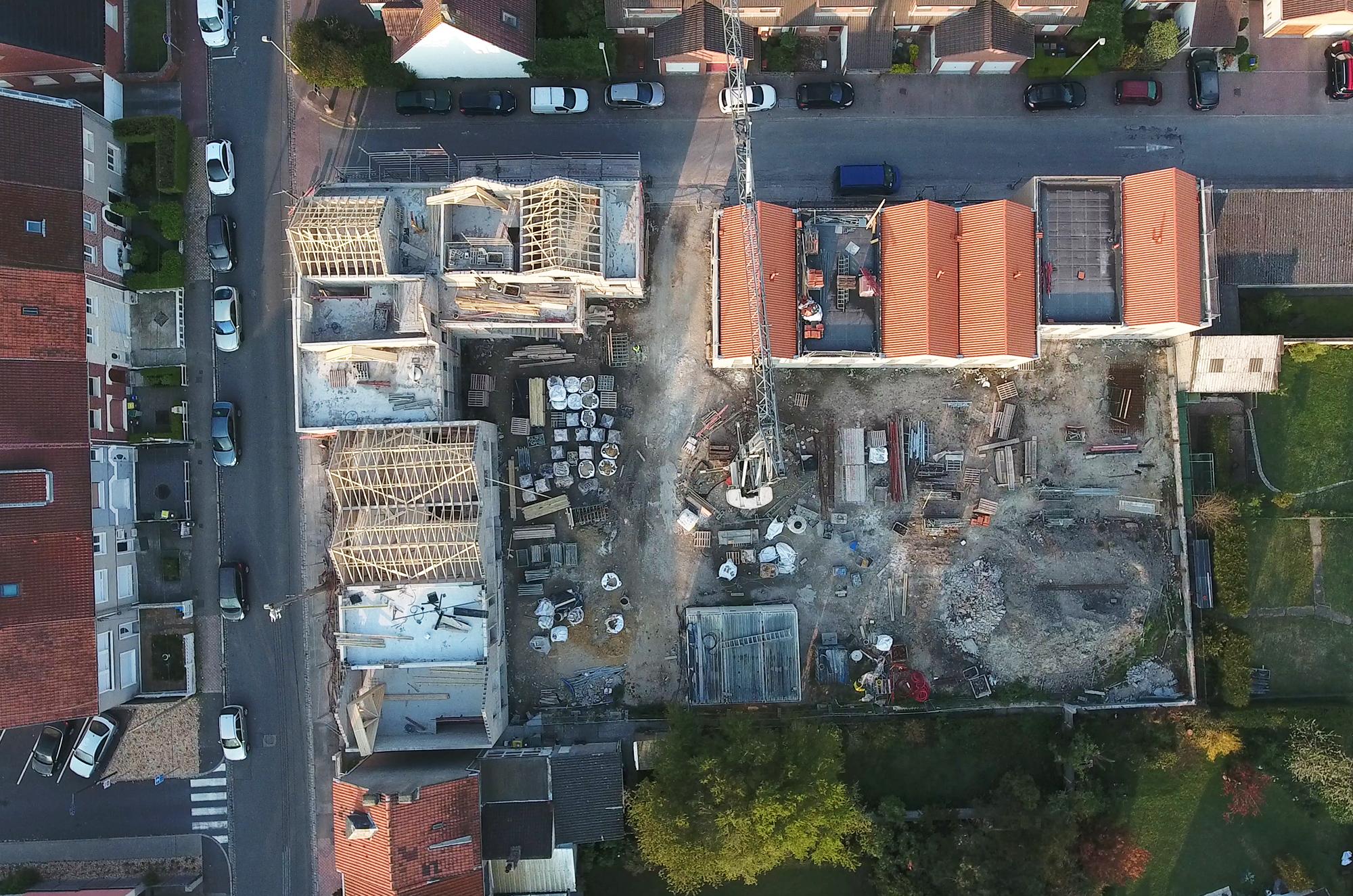 Suivi des chantiers de construction. Photo aérienne verticale à l'aplomb d'un chantier.